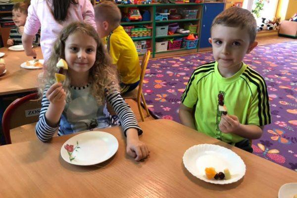 Warsztaty zdrowej kuchni – owocowe szaszłyki